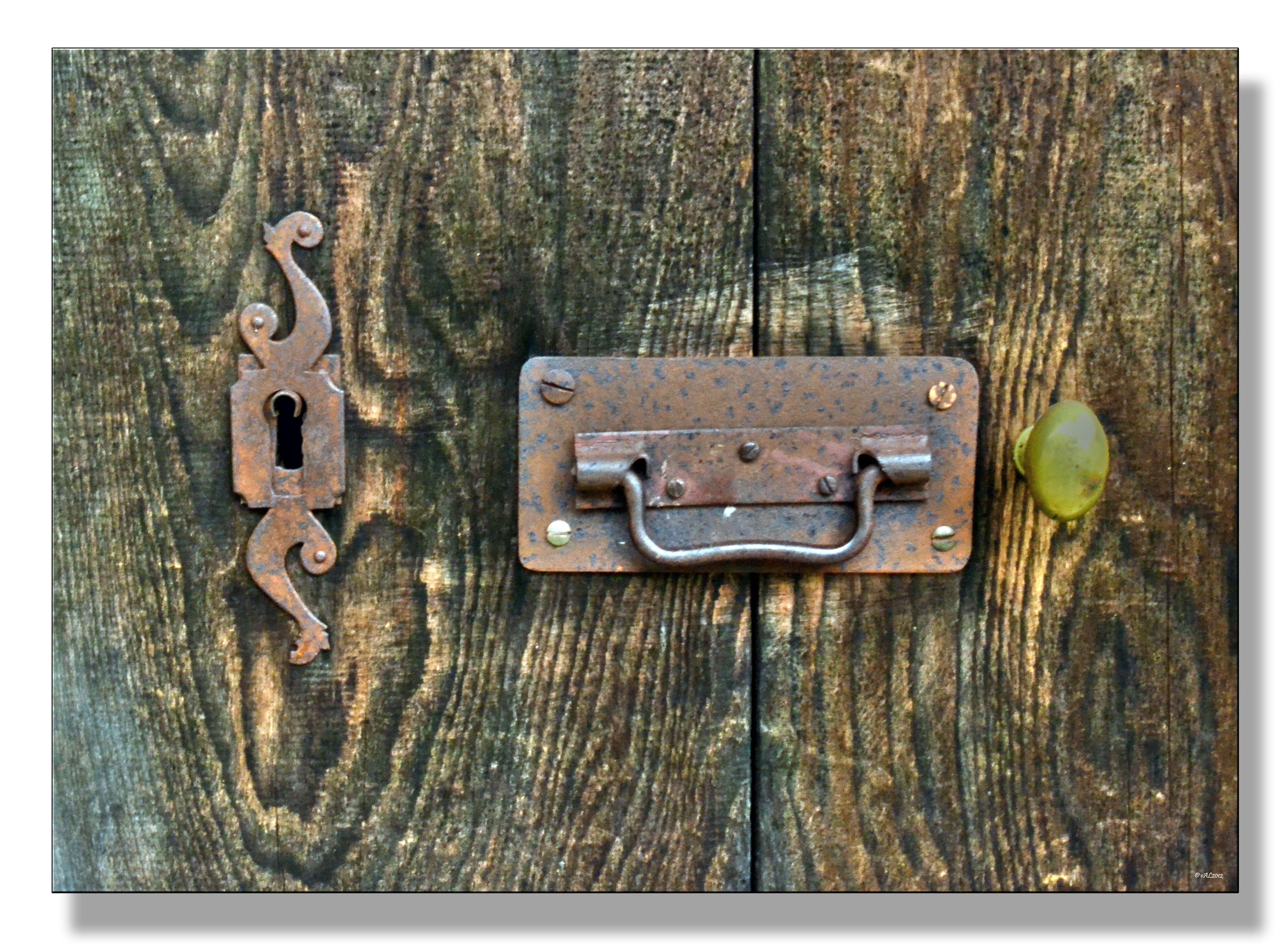 vieille porte en bois | L\'ancolie bleue